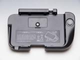 Je legt je <a href = http://www.mario3ds.nl/Nintendo-3DS-spel.php?t=Nintendo_3DS_XL>3DS XL</a> erin, zoals aangegeven op het accessoire zelf. Er zit ook al een batterij in.