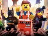Speel als alle karakters uit de film, zoals Emmet en Wyldstyle, maar ook Batman en Green Lantern.