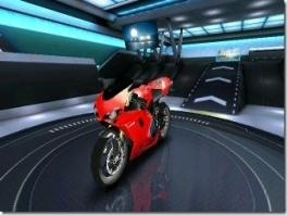 Ook is het mogelijk om met moto's als bijvoorbeeld deze Ducati te racen.