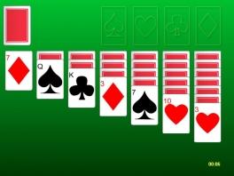 Niet alleen bordspellen, maar ook kaartspellen als Solitaire zijn aanwezig.