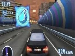 Met speciale Power-Ups voor je autos, zoals deze, die je een gigantische boost geeft!