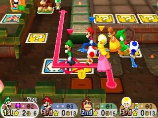 Als je over het bord beweegt met je Toad en langs een Mario karakter komt, dan zullen zij je team joinen.