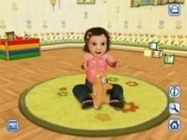 Deze baby begon in 2010 met het nadoen van haar teddybeer. Sindsdien zit ze er zo bij.