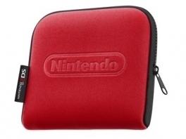 De <a href = https://www.mario3ds.nl/Nintendo-3DS-spel.php?t=Nintendo_2DS target = _blank>Nintendo 2DS</a> kun je niet opvouwen, dus zo&apos;n tasje is handig voor onderweg.