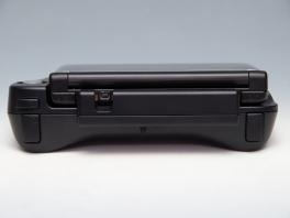 Aan de achterkant zitten twee extra schouderknoppen: de ZL- en ZR-knop.