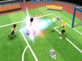 Zin in een potje voetbal? Gebruik je krachtige schoten en ram de keeper het doel in.