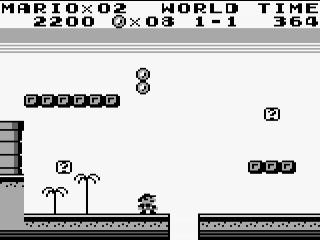 Die muntjes hangen net iets te hoog voor kleine Mario.