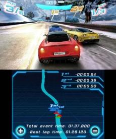 Review Asphalt 3D: Het onderste scherm dient als navigatiesysteem, dit is helaas erg schokkerig